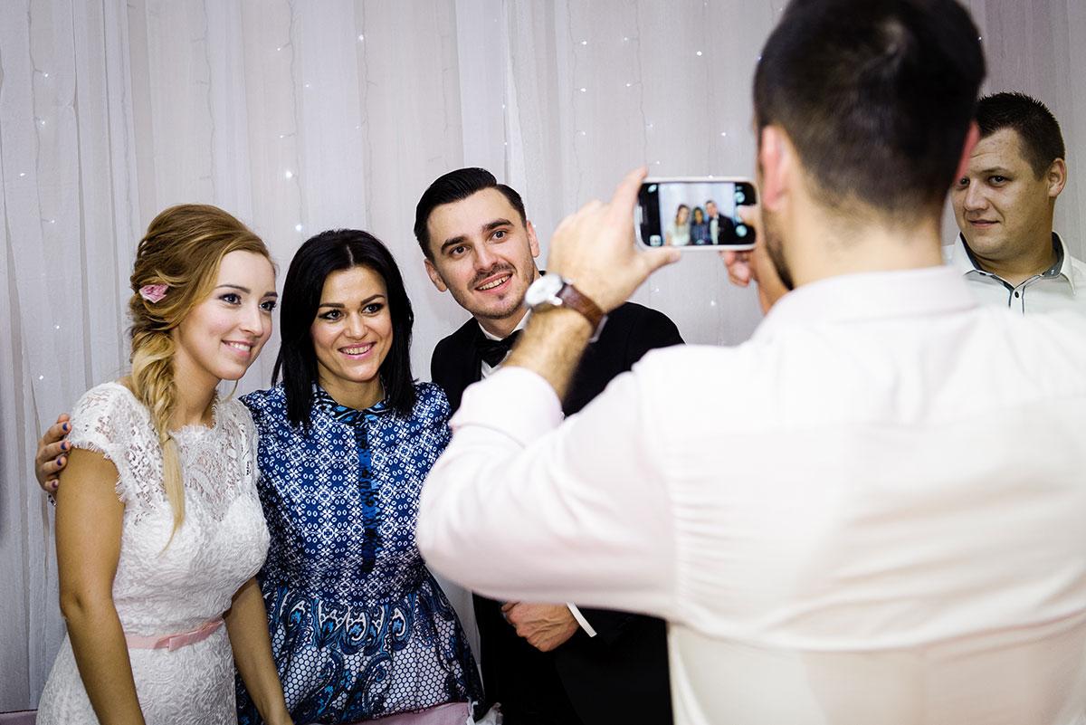 fotograf na wesele, selfie pary młodej